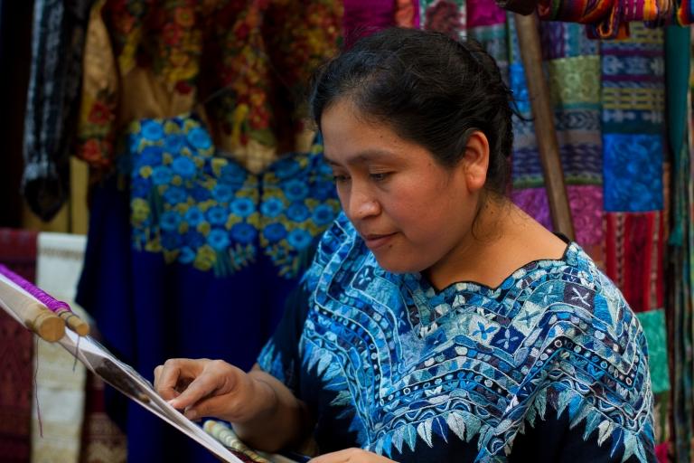 antigua-guatemala-mayan-weaving