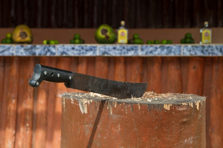 travel-rural-cuba-machete
