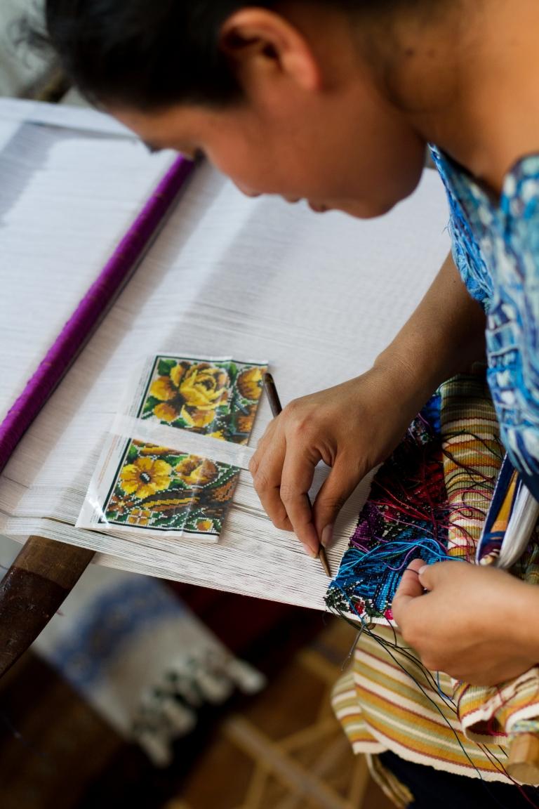 antigua-guatemala-weaving