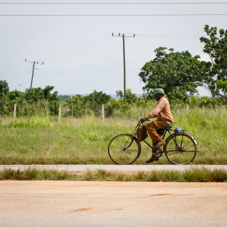 travel-rural-cuba-bicycle