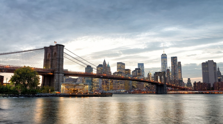 View of the Brooklyn Bridge and Manhattan skyline from Brooklyn Bridge Park